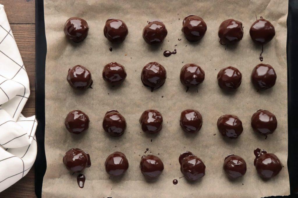 Chocolate Hazelnut Cake Balls recipe - step 5