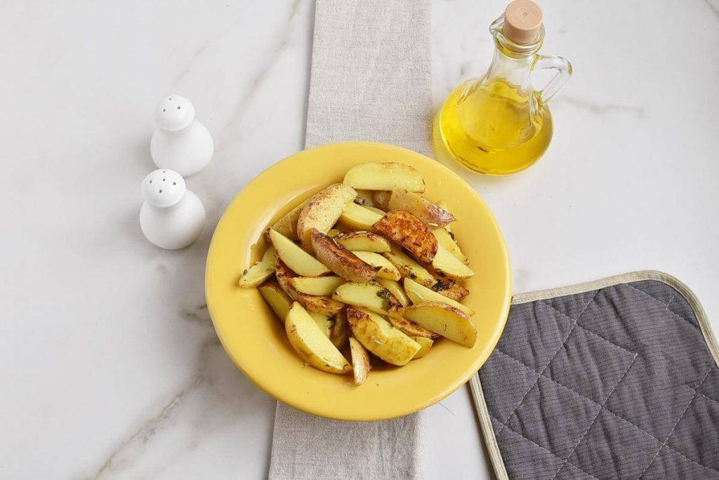 Garlic Butter Herb Steak Bites with Potatoes recipe - step 3