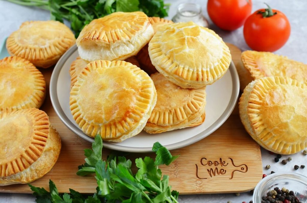How to serve Mini Creamy and Cheesy Chicken Pies