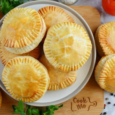 Mini Creamy and Cheesy Chicken Pies Recipe-How To Make Mini Creamy and Cheesy Chicken Pies-Homemade Mini Creamy and Cheesy Chicken Pies