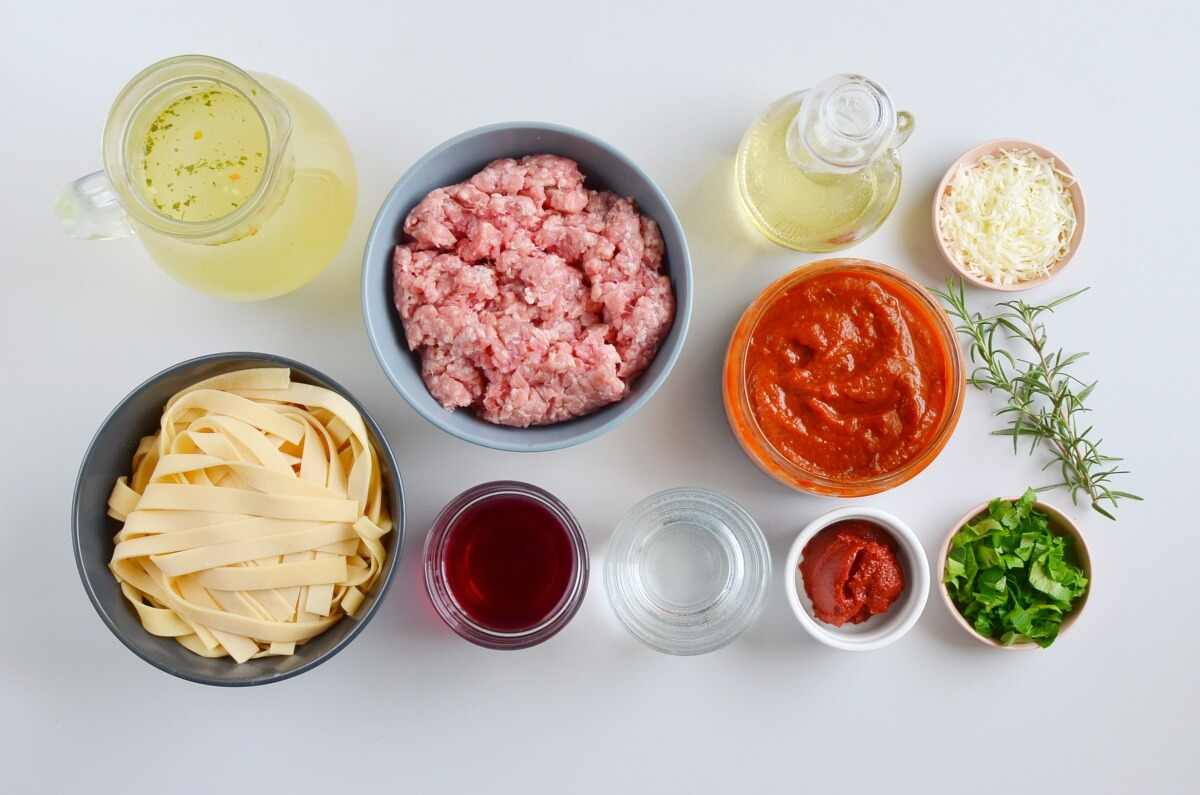 Ingridiens for Quick One-Pan Pasta Bolognese
