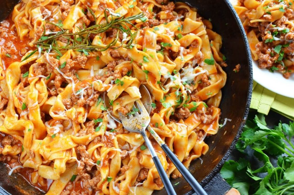 How to serve Quick One-Pan Pasta Bolognese