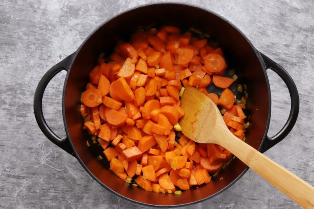 Tahini-Carrot Soup with Pistachios recipe - step 3