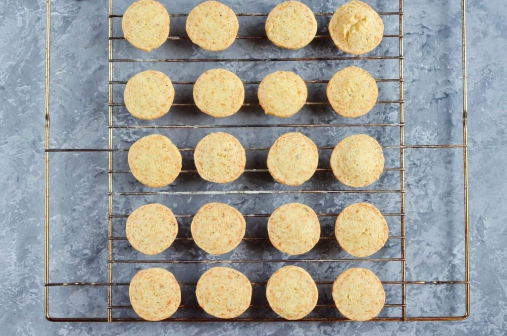 Thyme and Cheddar Cheese Cookies recipe - step 10
