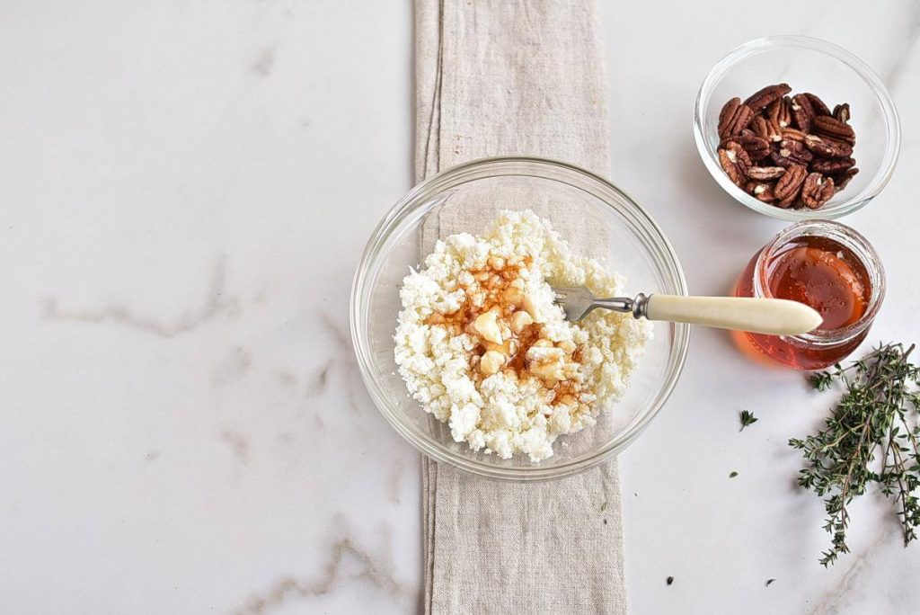 Goat Cheese Crostini with Honey, Pecans and Thyme recipe - step 3