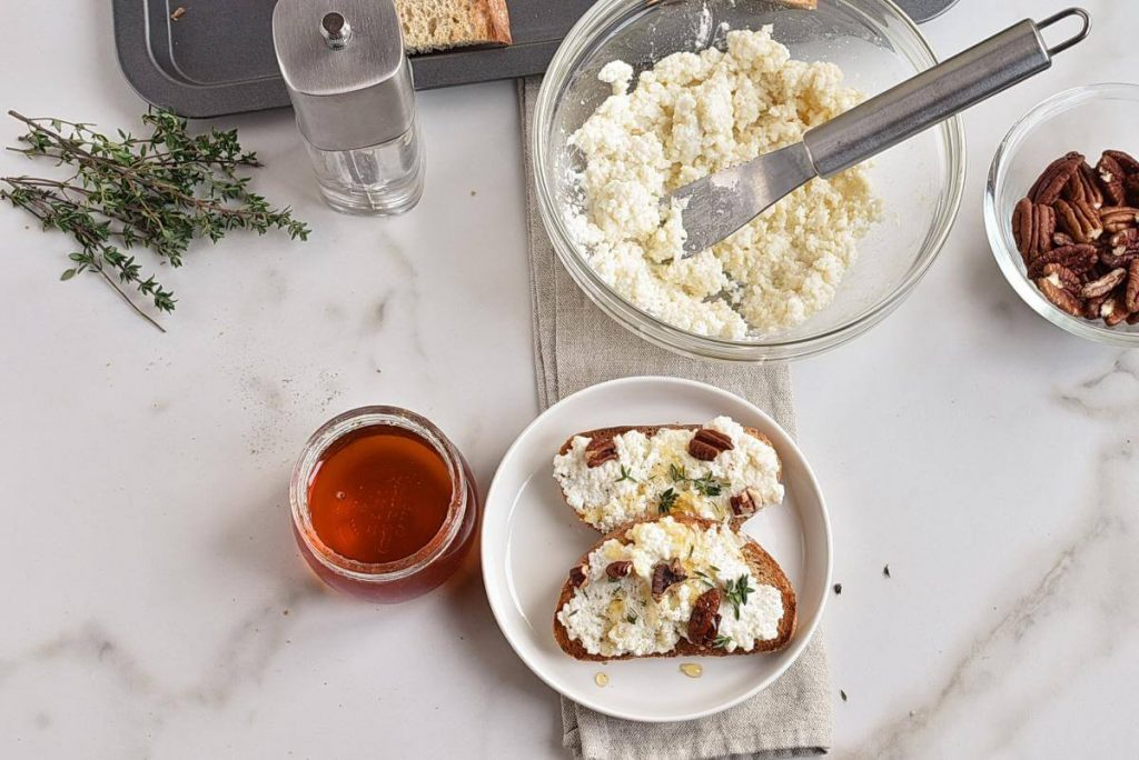 How to serve Goat Cheese Crostini with Honey, Pecans and Thyme
