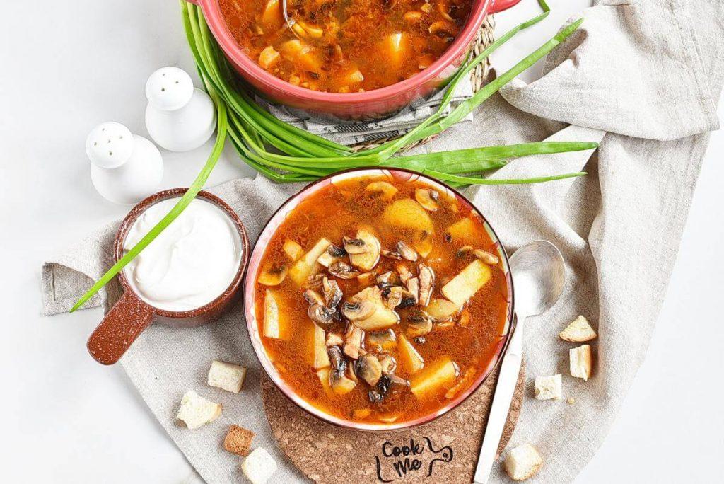 How to serve Hungarian Mushroom and Potato Soup