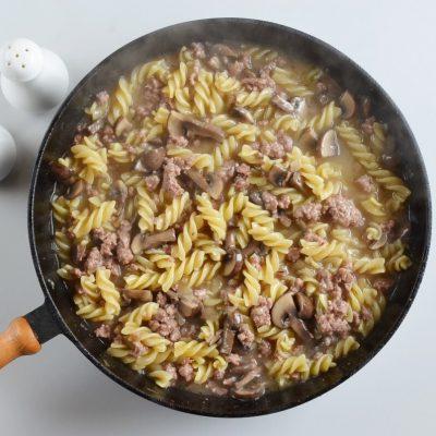 One Pot Ground Beef Stroganoff recipe - step 5