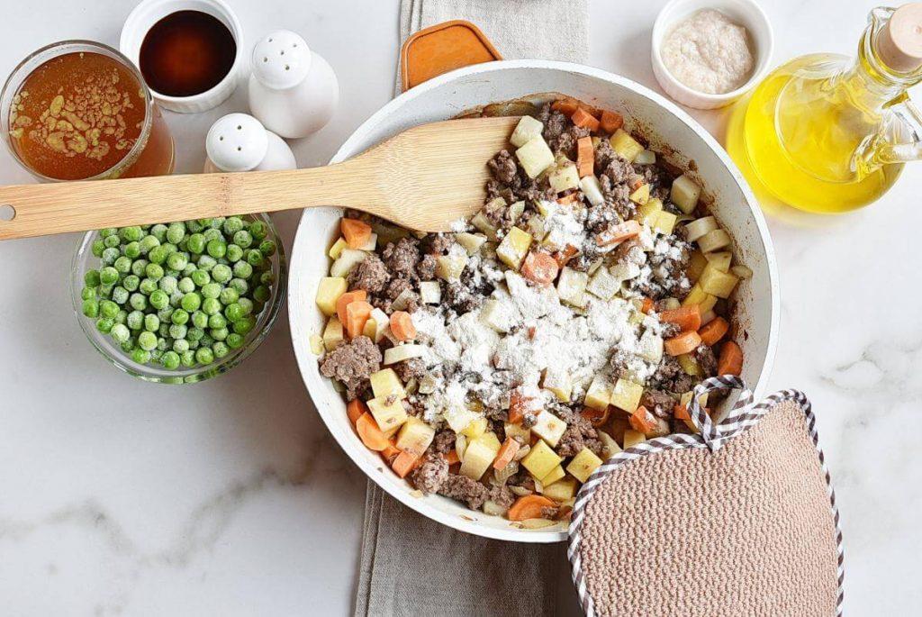 One Pot Minced Beef Hotpot recipe - step 4
