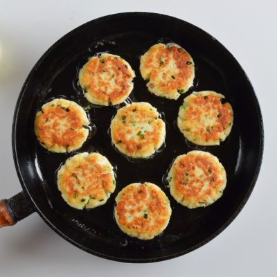 Quick and Easy Fish Cakes recipe - step 4