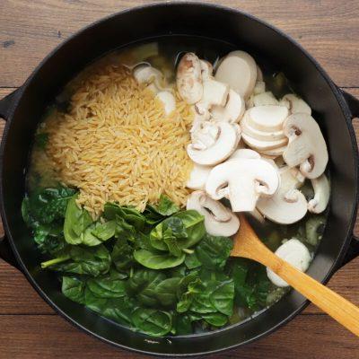 Supergreen Mushroom and Orzo Soup recipe - step 3