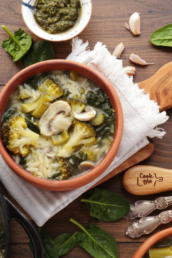 Supergreen Mushroom and Orzo Soup