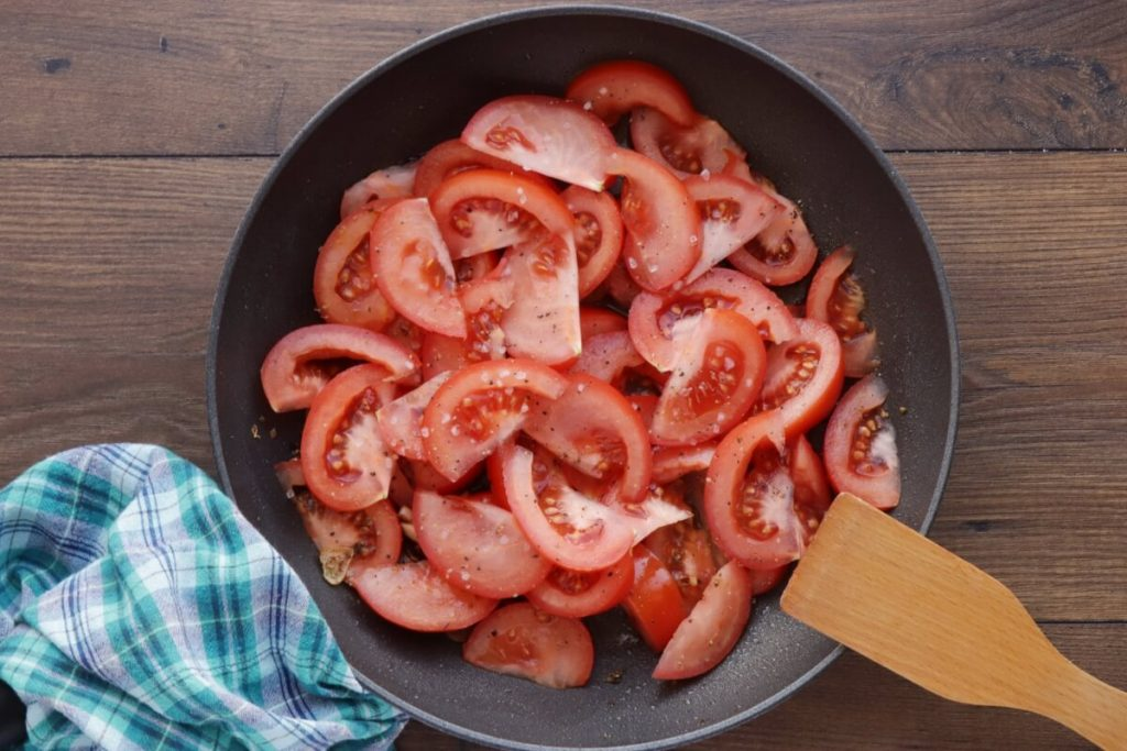 Chicken Breast with Tomatoes and Garlic recipe - step 4