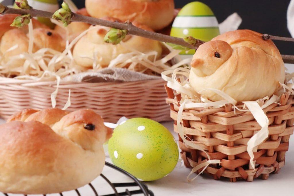 How to serve Easter Bird Bread Rolls