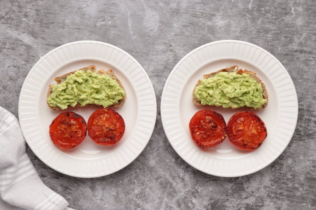 Poached Eggs with Smashed Avocado and Tomatoes recipe - step 3