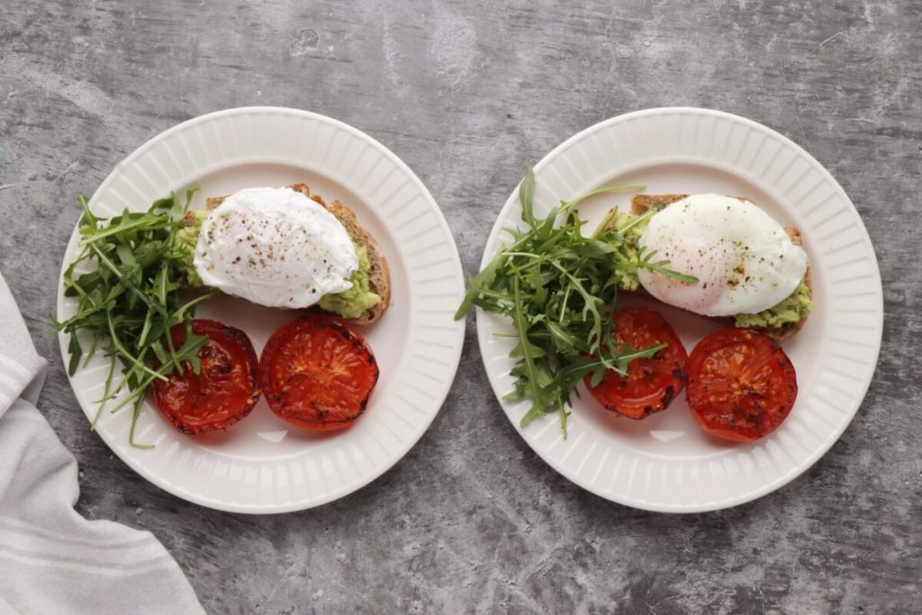 Poached Eggs with Smashed Avocado and Tomatoes recipe - step 4