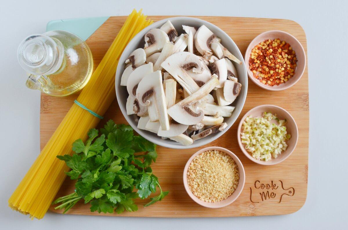 Ingridiens for 15-Minute Garlic Mushroom Pasta