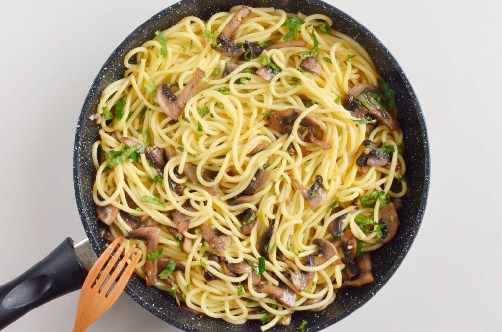 15-Minute Garlic Mushroom Pasta recipe - step 7
