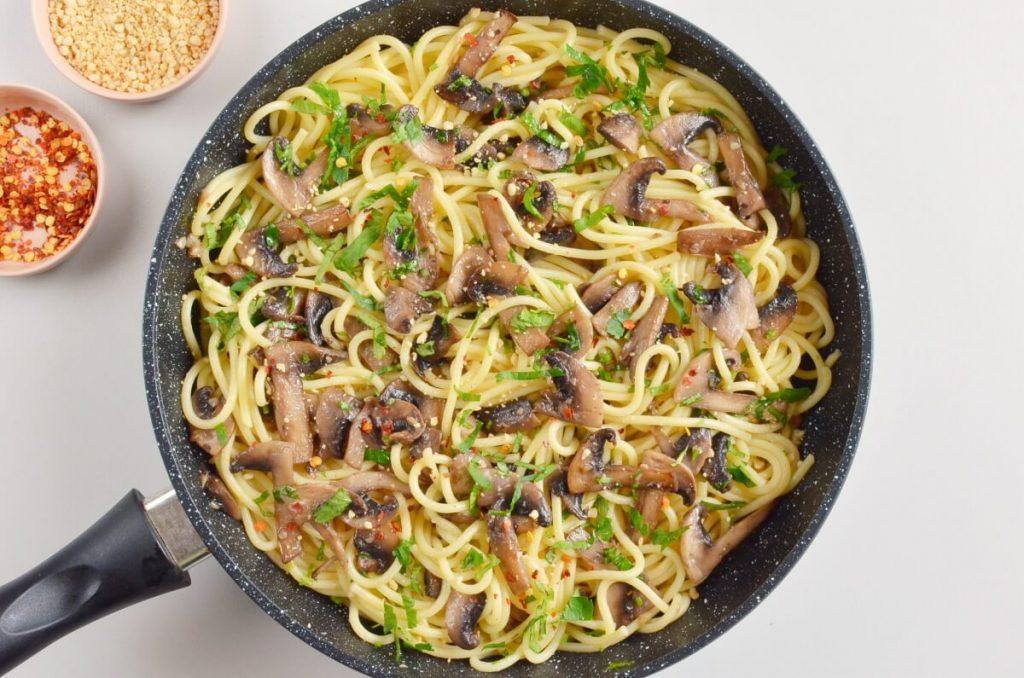 How to serve 15-Minute Garlic Mushroom Pasta