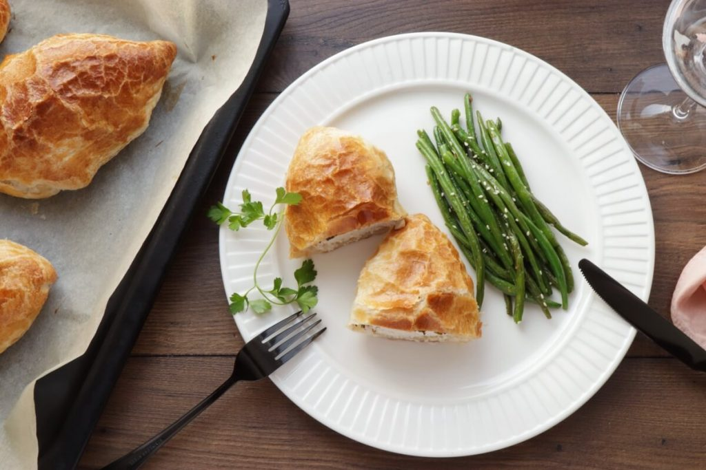 How to serve Herbed Chicken in Pastry