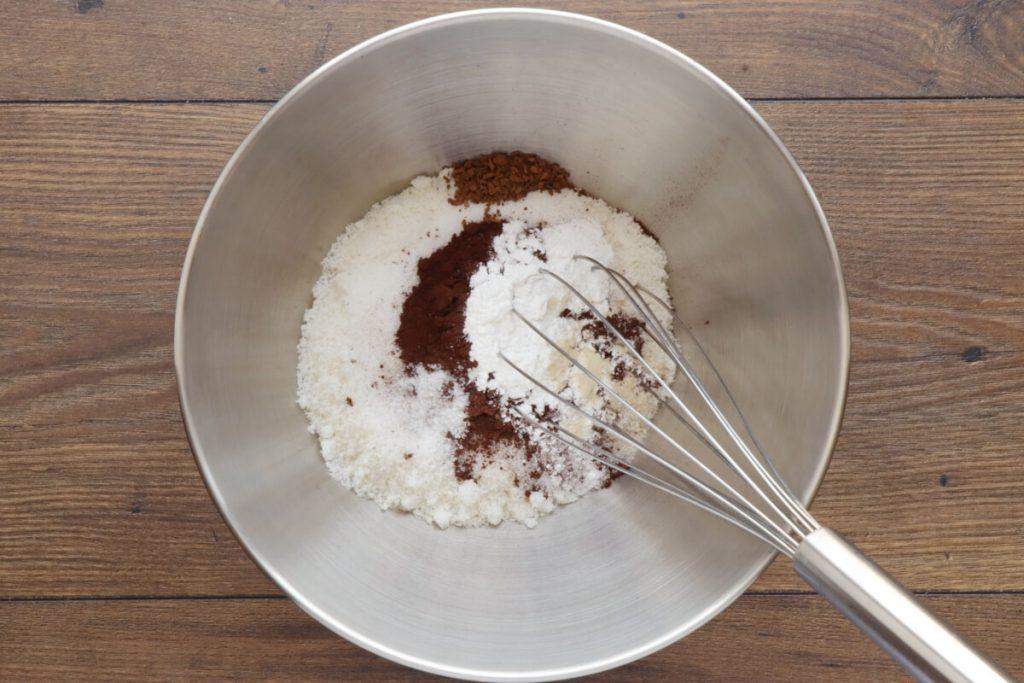 Low-Carb Chocolate Zucchini Muffins recipe - step 3