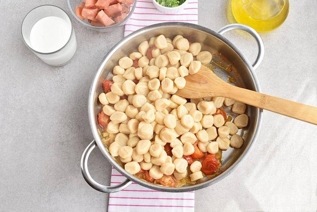 Smoked Salmon and Vodka Gnocchi recipe - step 5
