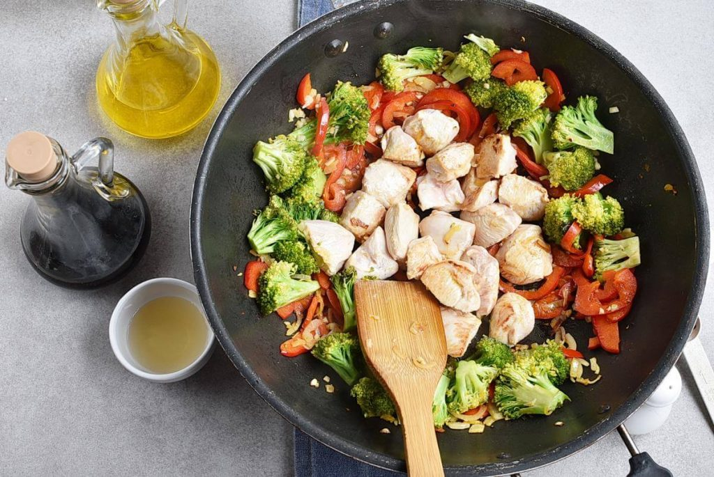 Asian Chicken and Veggies Lunch Box recipe - step 5