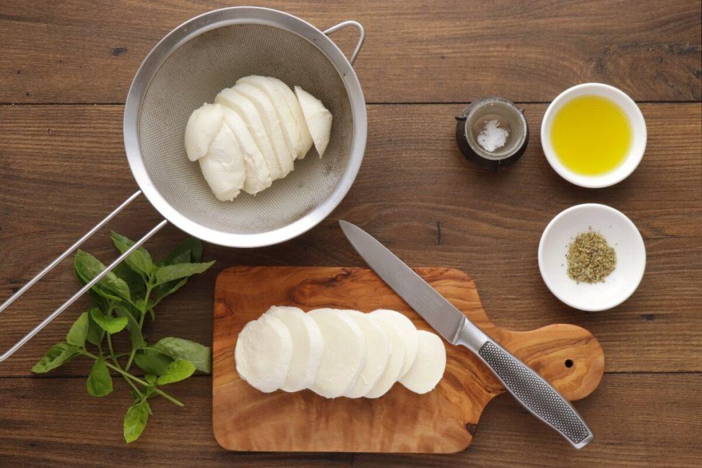 Classic Italian Caprese Salad recipe - step 1