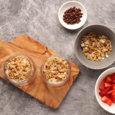 Creamy Strawberry and Yogurt Dessert recipe - step 4
