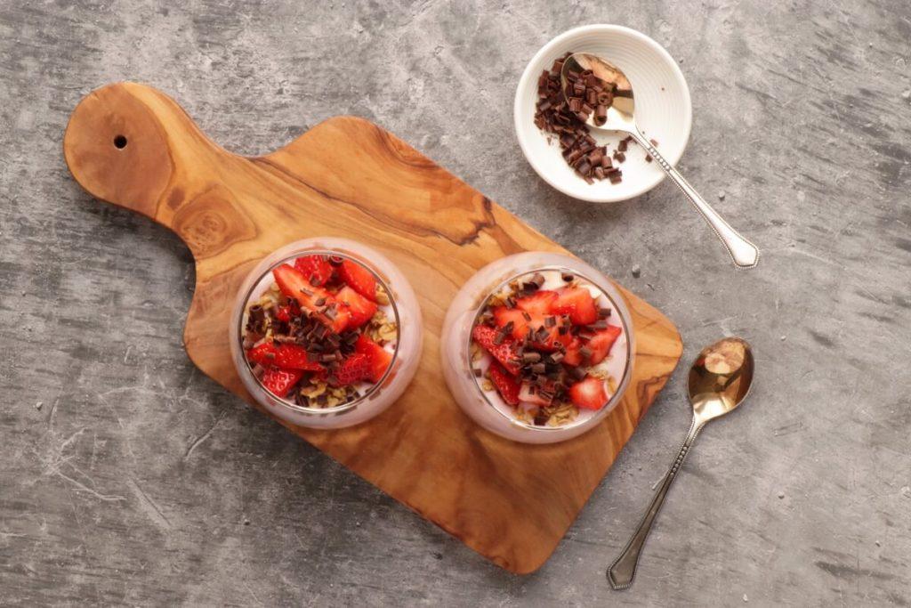 How to serve Creamy Strawberry and Yogurt Dessert