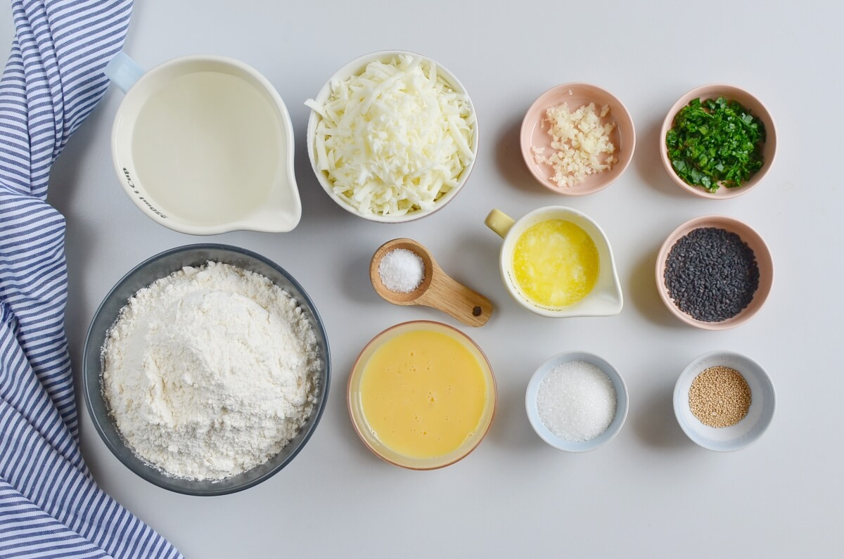 Ingridiens for Easy Cheese Sesame Garlic Bread