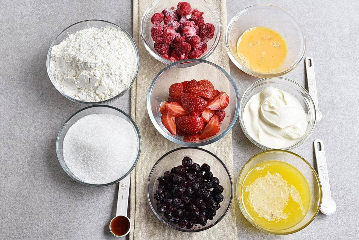 Ingridiens for Easy Triple Berry Cake