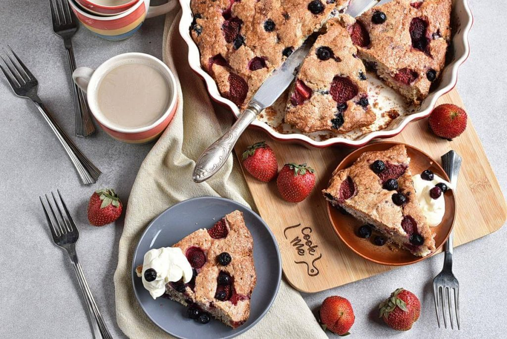 How to serve Easy Triple Berry Cake