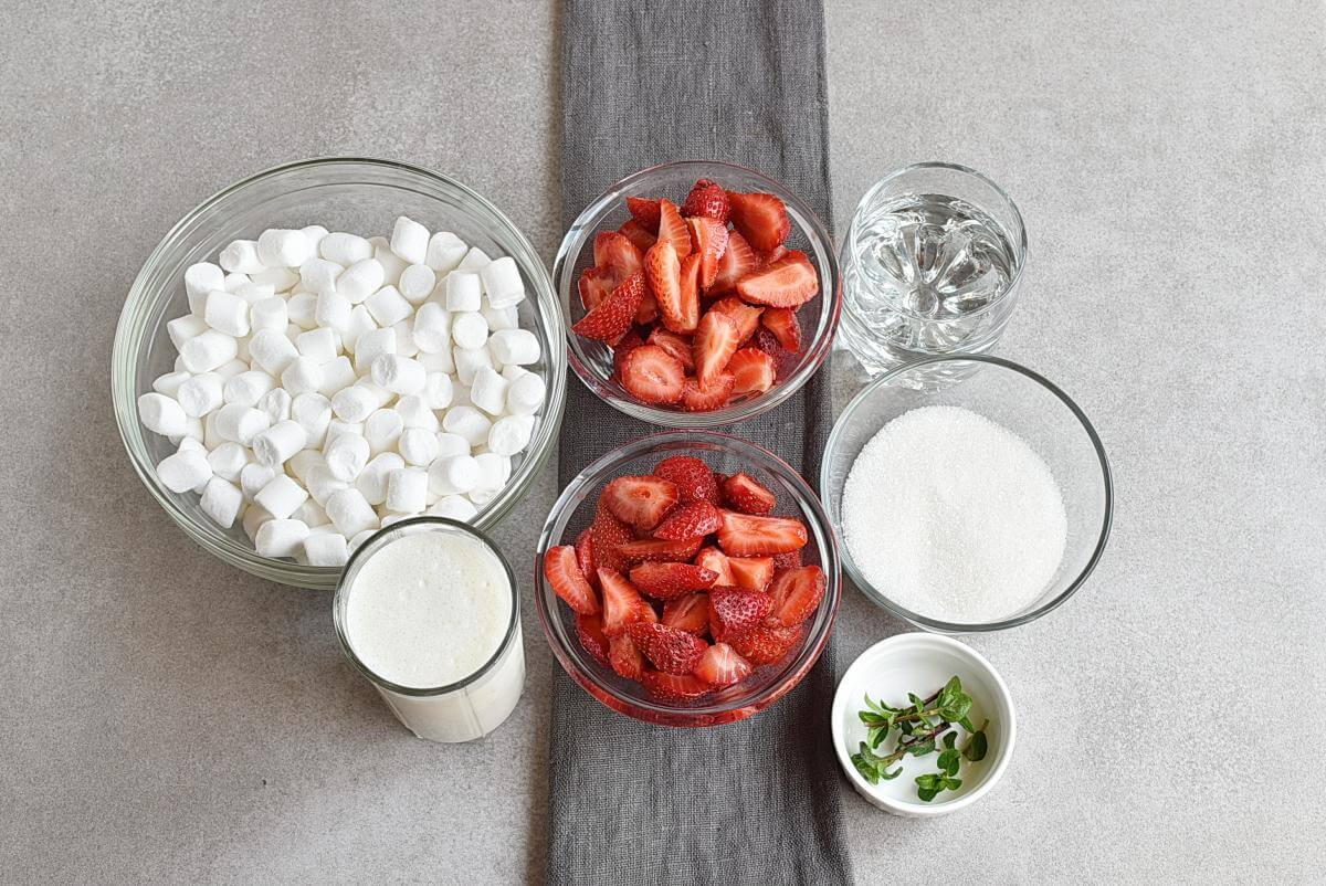 Ingridiens for Marshmallow Strawberry Mousse