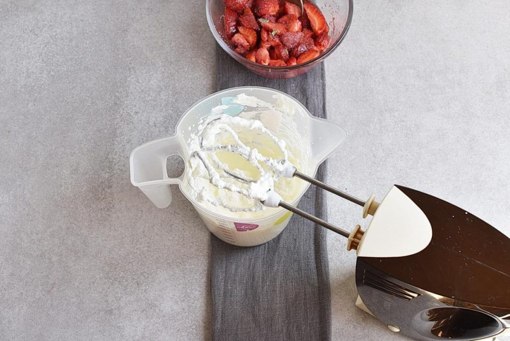 Marshmallow Strawberry Mousse recipe - step 5