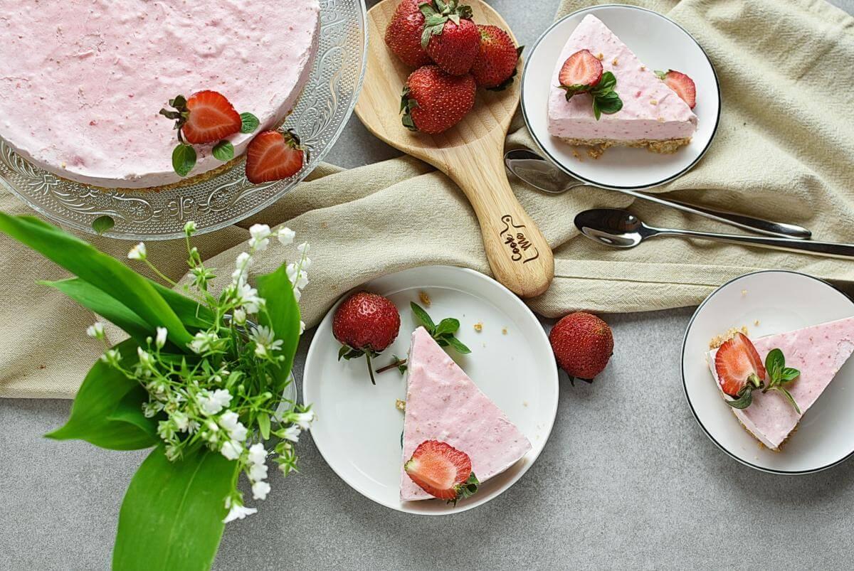 No-Bake Frozen Strawberry Yogurt Pie Recipes–Homemade No-Bake Frozen Strawberry Yogurt Pie–Easy No-Bake Frozen Strawberry Yogurt Pie