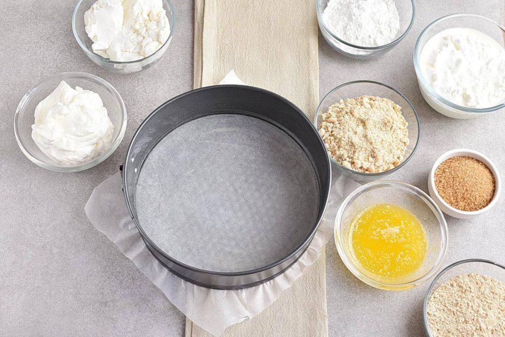 No-Bake Frozen Strawberry Yogurt Pie recipe - step 1
