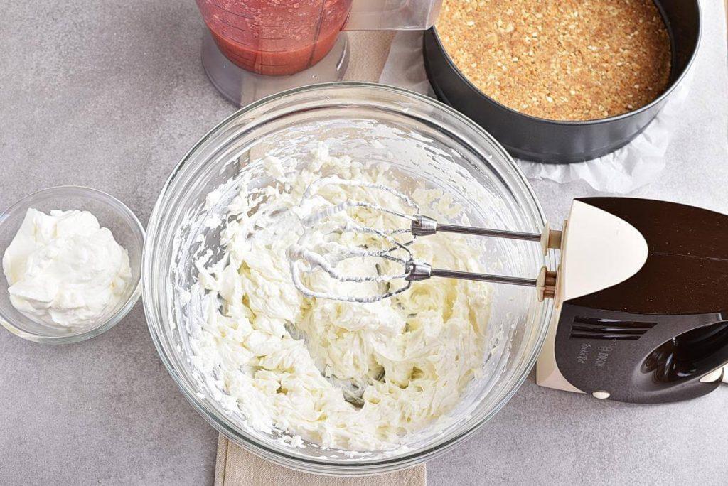 No-Bake Frozen Strawberry Yogurt Pie recipe - step 7