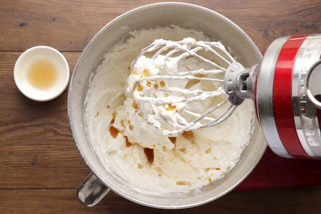 Vanilla Buttercream Frosting recipe - step 3