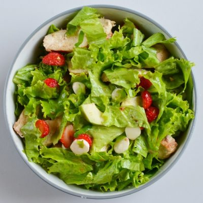 Balsamic Grilled Chicken Strawberry Caprese Salad recipe - step 6