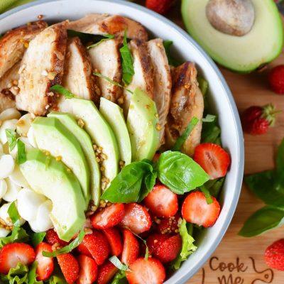 Balsamic Grilled Chicken Strawberry Caprese Salad Recipe-How To Make Balsamic Grilled Chicken Strawberry Caprese Salad-Delicious Balsamic Grilled Chicken Strawberry Caprese Salad