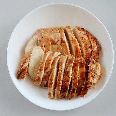 Balsamic Grilled Chicken Strawberry Caprese Salad recipe - step 4