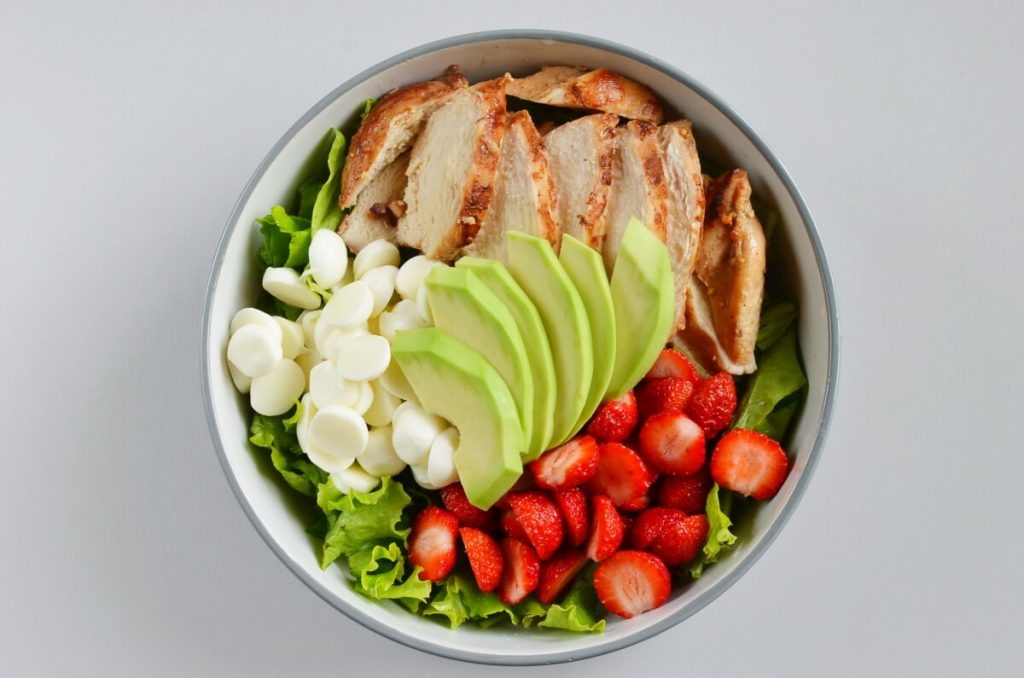 Balsamic Grilled Chicken Strawberry Caprese Salad recipe - step 5