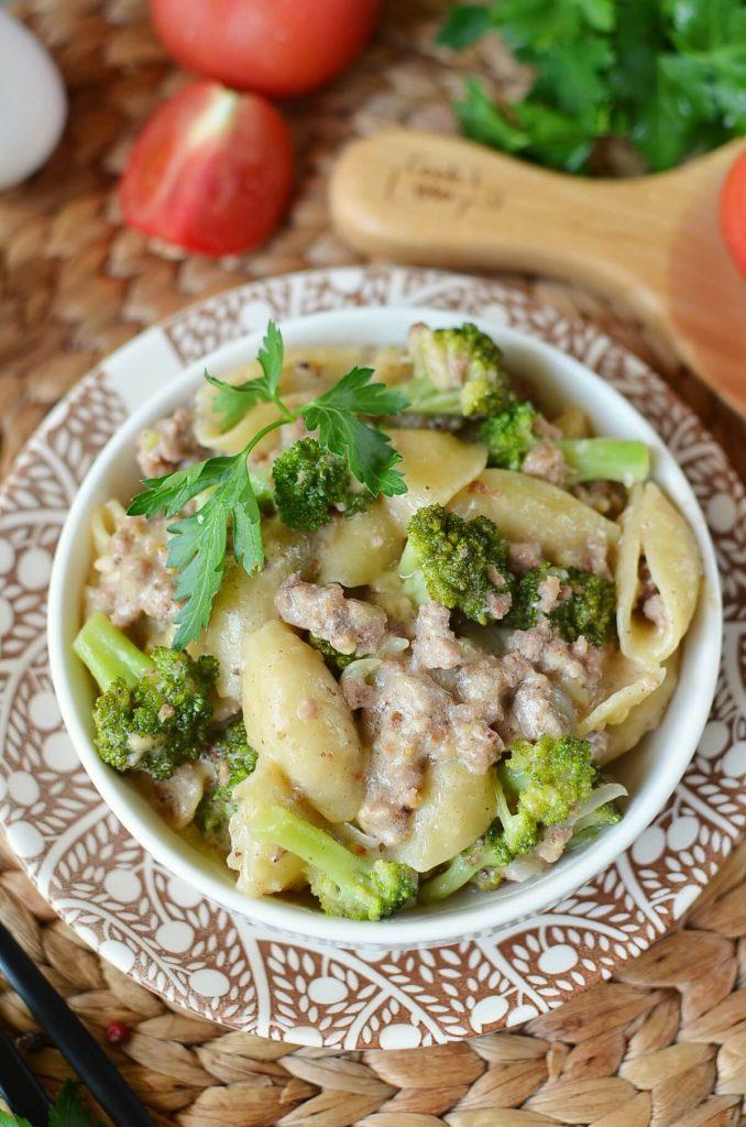 Cheesy Beef and Broccoli Pasta
