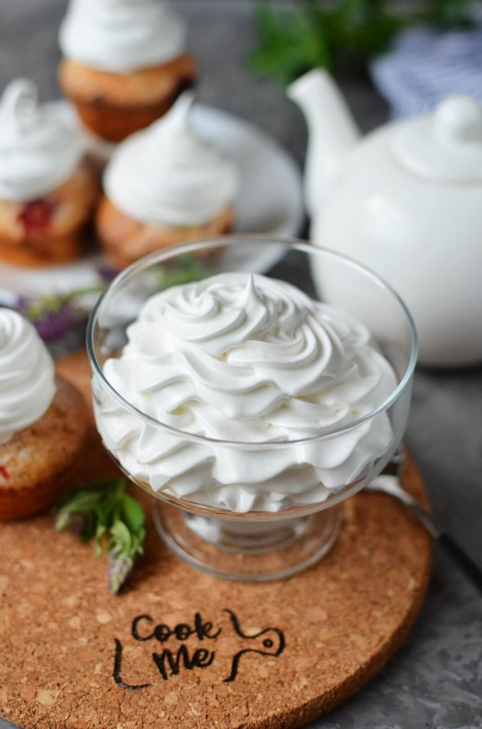 Homemade Marshmallow Crème (Frosting)