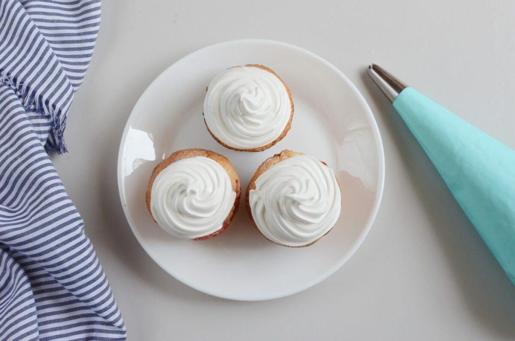 Homemade Marshmallow Crème (Frosting) recipe - step 4