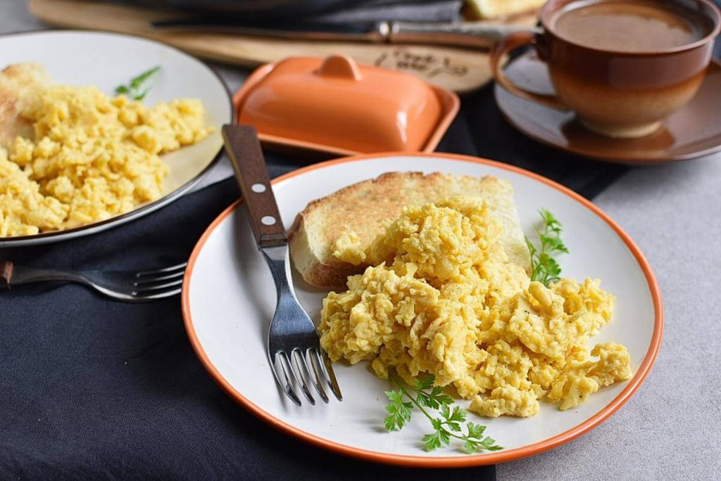 How to serve Perfect Scrambled Cheesy Eggs