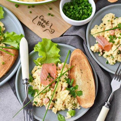 Scrambled-Eggs-with-Smoked-Salmon-Recipes–How-to-Make-Scrambled-Eggs-with-Smoked-Salmon–Easy-Scrambled-Eggs-with-Smoked-Salmon
