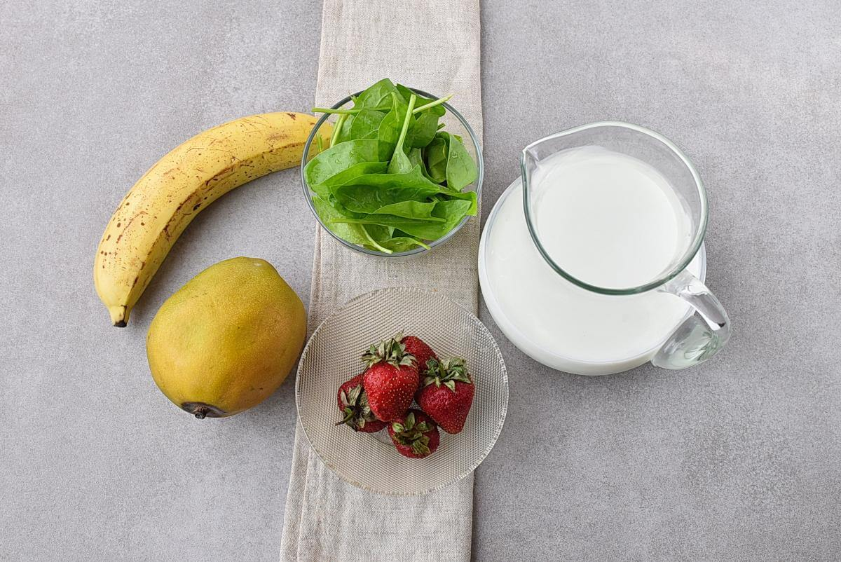 Ingridiens for Spinach Strawberry Mango Banana Smoothie