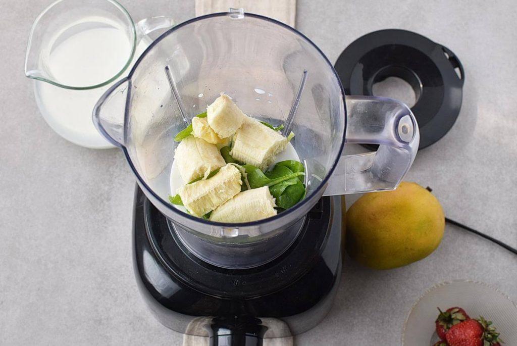 Spinach Strawberry Mango Banana Smoothie recipe - step 1